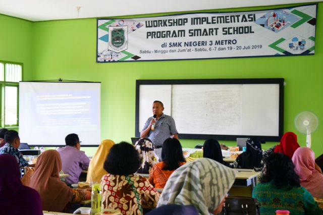 WORKSHOP SMARTSCHOOL DI SMK NEGERI 3 METRO